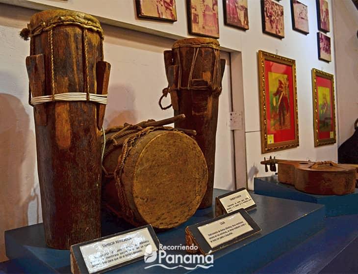 Instrumentos musicales en la Sala Herrera.