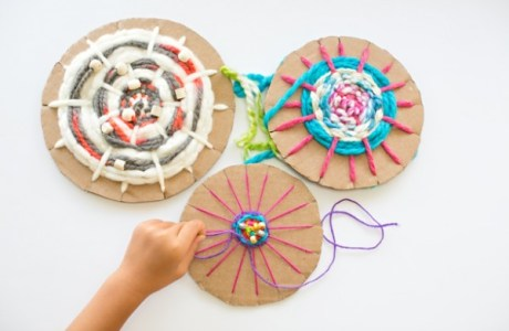 Cardboard circle weaving tutorial