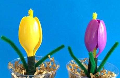 How to make tulips with plastic spoons