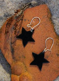 Stern-Ohrhänger aus einer alten Schallplatte