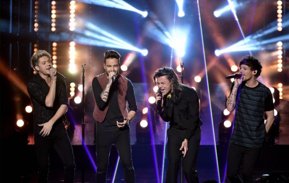 one-direction-amas-2015-performance-07