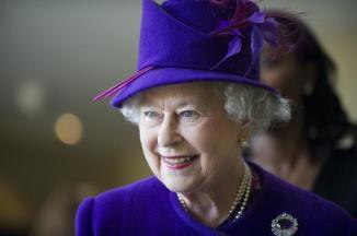 img-399383-os-chapeus-da-rainha-elizabeth-ii
