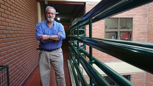 José María Aguerre después de dar una de sus clases. Para él, la filosofía nos ayuda a encontrar la felicidad.