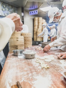 din tai fung soup dumplings taipei 101 taiwan