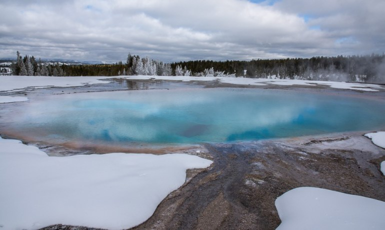 Yellowstone-National-Park-blue-pool-winter-Photo-Jeepers