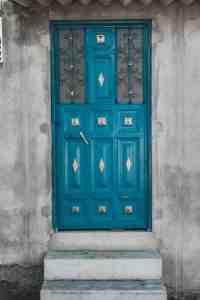 blue door in ecuador