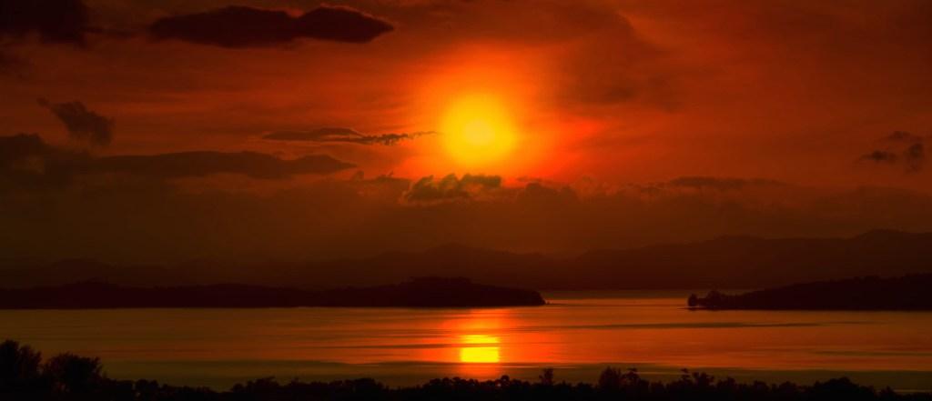 Sunrise Over Cape Yamu Phuket Thailand Panorama (Kim Seng Suivre/flickr.com)