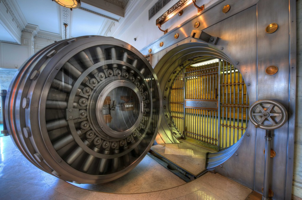 Vintage Bank Vault (Brook Ward/flickr.com)