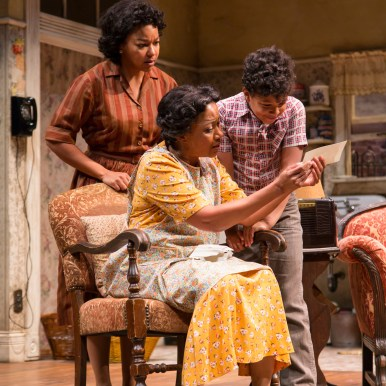 A Raisin In The Sun TRTC 9-17 080 A Raisin In The Sun, by Lorraine Hansberry Directed by Carl Cofield Two River Theatre Company 9/8/17 Set Design: Christopher and Justin Swader Lighting Design: Kathy A. Perkins Costume Design: Clivia Bovenzi Wig Design: Valerie Gladstone Photo Credit: T Charles Erickson © T Charles Erickson Photography tcepix@comcast.net