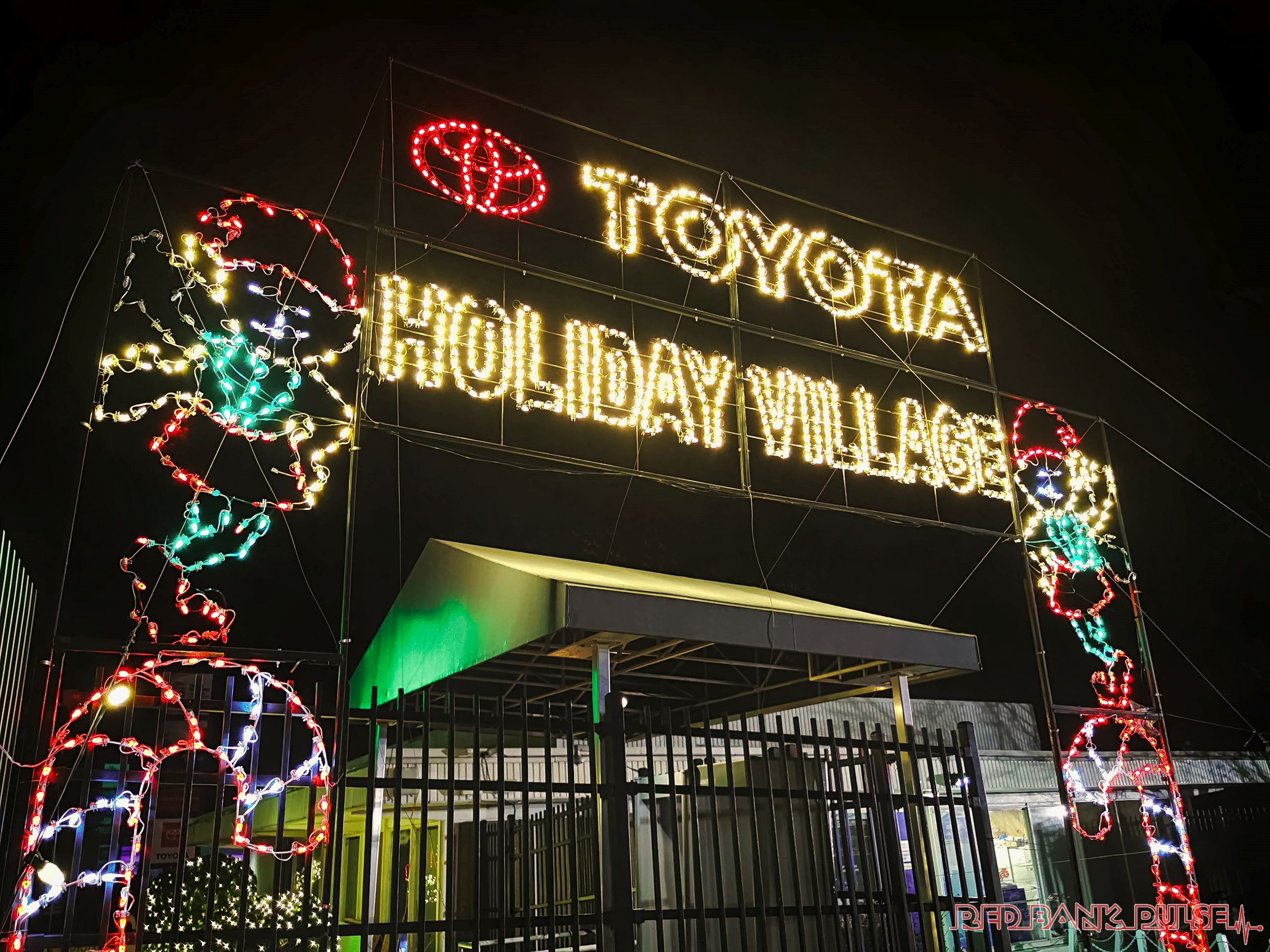Christmas Light Shows Near Pnc Center 2020 Magic Of Lights drive through holiday lights experience returns to