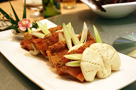 Fried Pork Ribs in Steamed Buns
