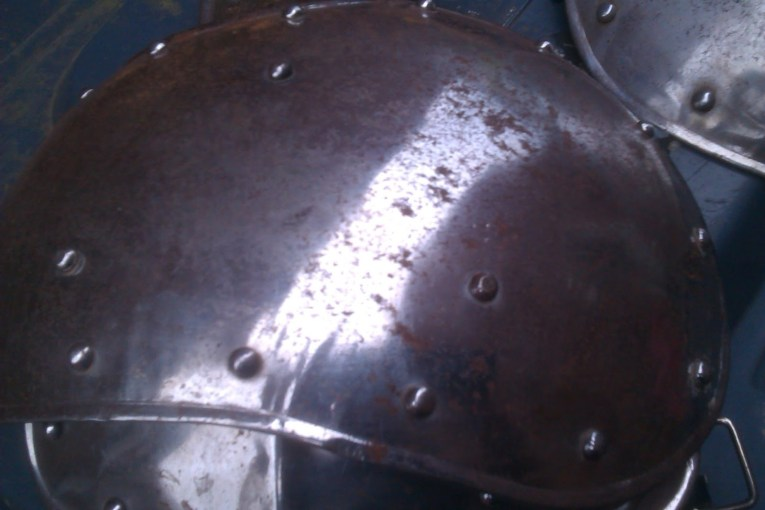 Cleaning metal armour