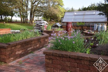 Potager planted and cedar mulch for the gardens.