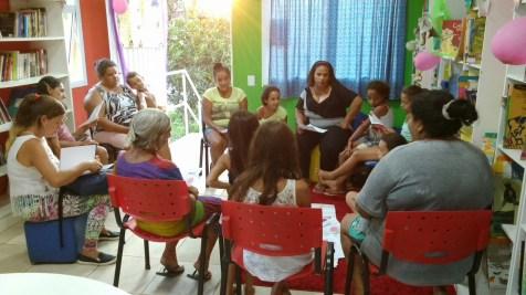 Crianças, adolescentes, adultos e idosos: a comunidade feminina da Ilha Grande dos Marinheiros marcou presença no sarau em homenagem às mulheres.