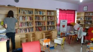 Reorganização das estantes para melhor atendar aos leitores!