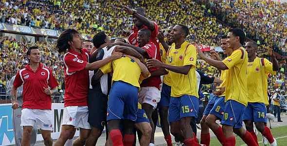 FAsí celebraron los jugadores colombianos el primer gol que le marcaron a Ecuador, en Medellín.