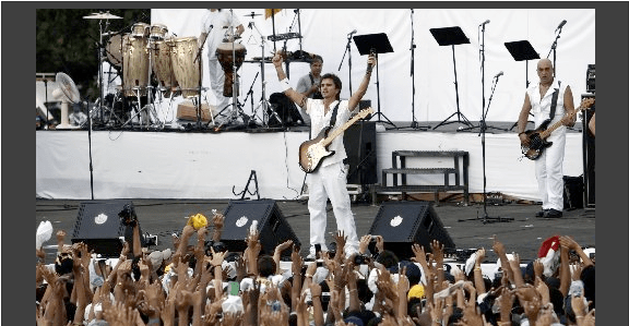 """Colombia's musician Juanes, center, performs during the """"Peace Without Borders"""""""
