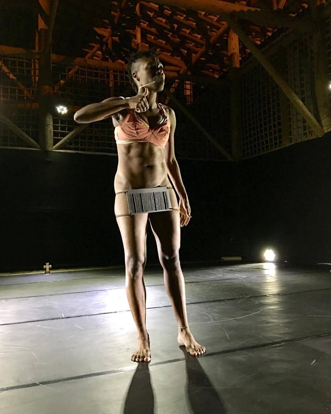 VI Festival de Dança Itacaré - Espetáculo Entrelinhas, Jaqueline Elesbão