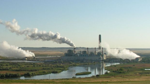 Coal-fired power plant in Glenrock, Wyoming. by Dave Johnson CC