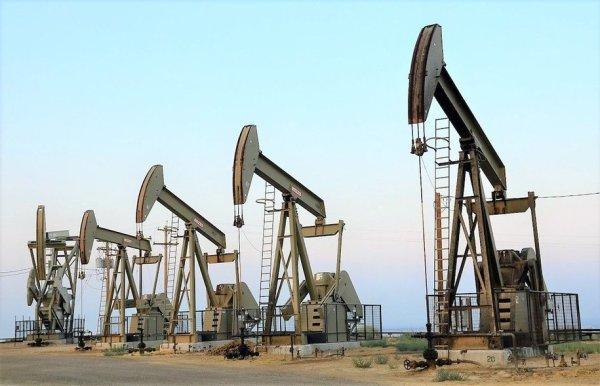 oil rigs credit John Ciccarelli BLM