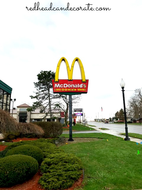 I never thought I could eat at Mc Donald's and still lose weight! These tips are fantastic for healthy drive-thru fast food!