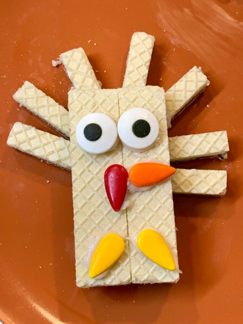 Edible Thanksgiving Turkey Craft with Voortman Wafers #Thanksgiving #Turkey #Craft #DIY #food #foodie #holiday #ad