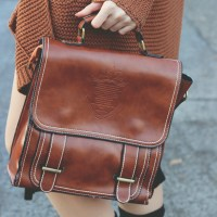 Vintage outfit inspiration: A satchel and a smile