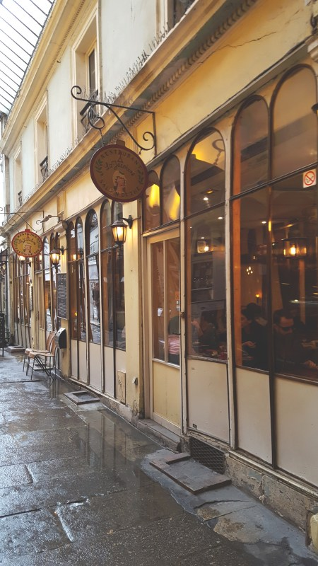 redheadventurer-travel-4-nights-in-paris-cafe