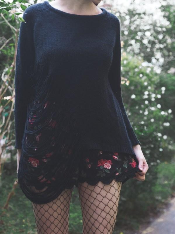 redheadventurer-liza-laboheme-fashion-style essentials grunge-sweater
