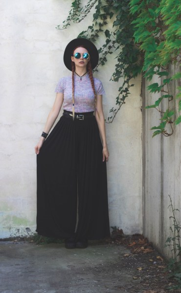redheadventurer-liza-laboheme-fashion-black-and-unicorn-pants-crop-top (2)