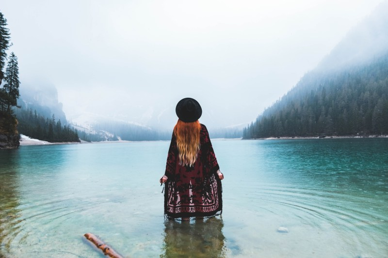 redheadventurer-liza-laboheme-travel-south-tyrol- kimono-lake-1