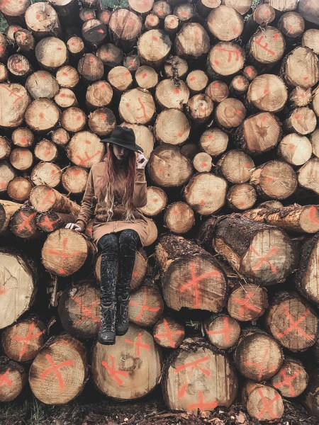 redheadventurer-liza-laboheme-travel-south-tyrol- log-pile