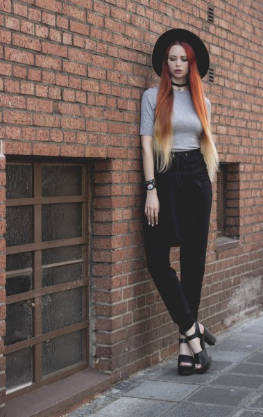redheadventurer-liza-laboheme-fashion-outfit-style-joggers-hm-prettylittlething-comfy-sophisticated (3)