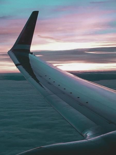 redheadventurer-liza-laboheme-travel-light-in-style-plane