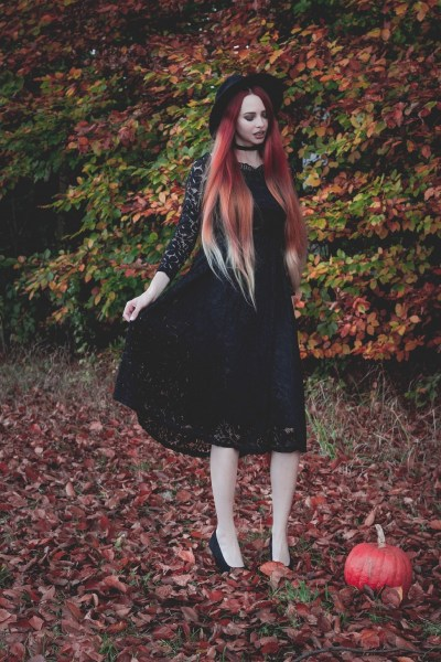 redheadventurer-liza-laboheme-fashion-outfit-autumn-fall-black-lace-dress (4)