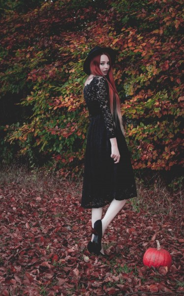 redheadventurer-liza-laboheme-fashion-outfit-autumn-fall-black-lace-dress (5)