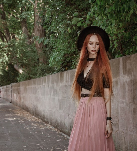 liza-laboheme-redheadventurer-fashion-blog-outfit-date-night-skirt-pink-black (3)