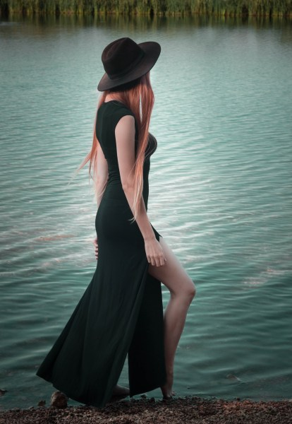 redheadventurer-liza-laboheme-fashion-outfit-black-dress-boohoo-lake-wilderness (2)