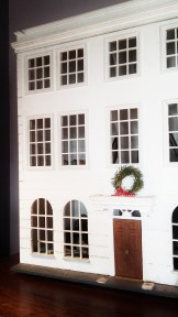 Even the doll's house has a Christmas wreath!