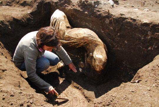 """Arqueólogos desentierran las estatuas que podrían haber inspirado a Ovidio en """"La Metamorfosis"""""""