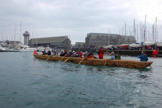 La réplica del barco de la Edad del Bronce ha logrado flotar