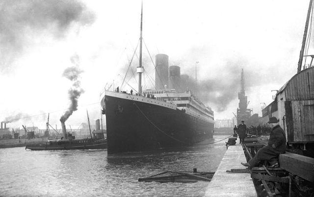 Imagen histórica anónima del atraco del RMS Titanic en Southampton, retratado en la película de James Cameron
