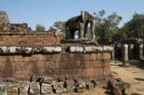 Escultura de elefante en Mebon oriental