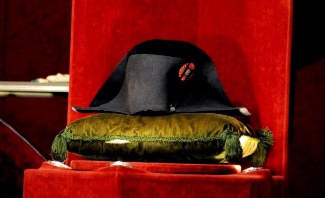 Sombrero de Napoleón Bonaparte subastado ayer. Crédito Osenat