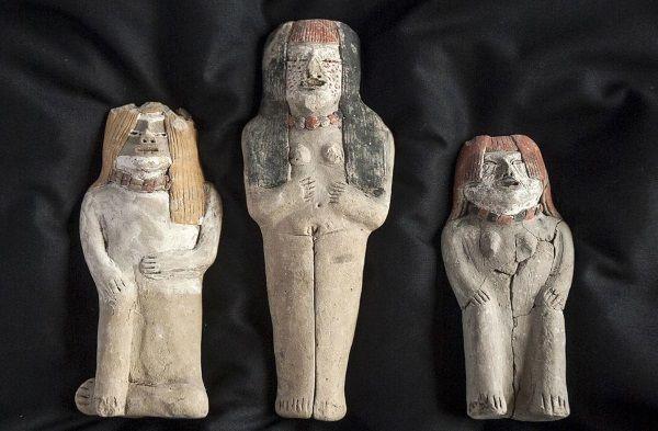 Estatuas de la civilización Caral encontradas en Perú.