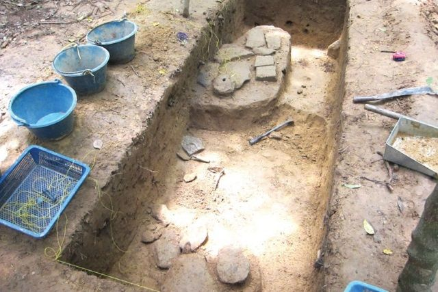 Excavaciones en Angkor Wat. Crédito: Alison Carter.