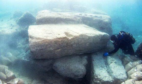Investigaciones en el antiguo puerto de Lechaion, Corinto.