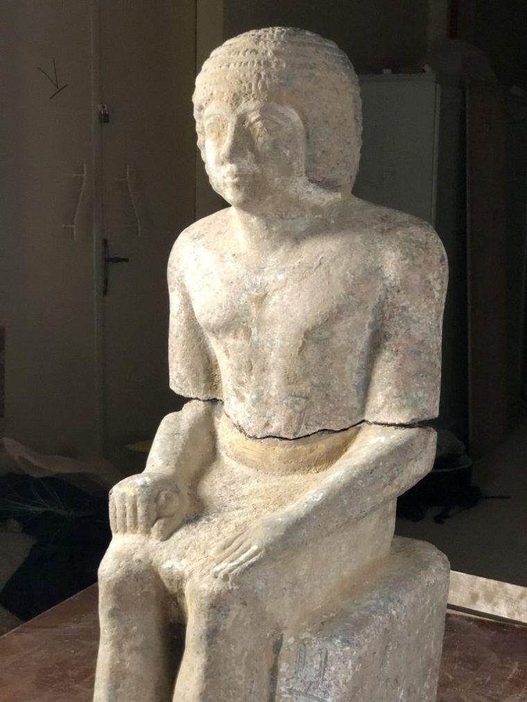 estatua granito kaires
