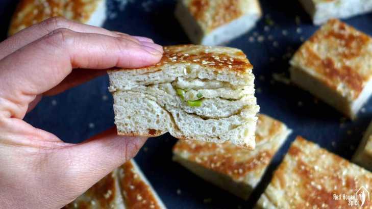Spring onion flatbread, leavened (葱油发面饼)
