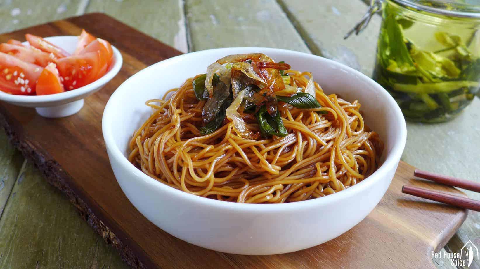 Shanghai spring onion oil noodles (葱油拌面)
